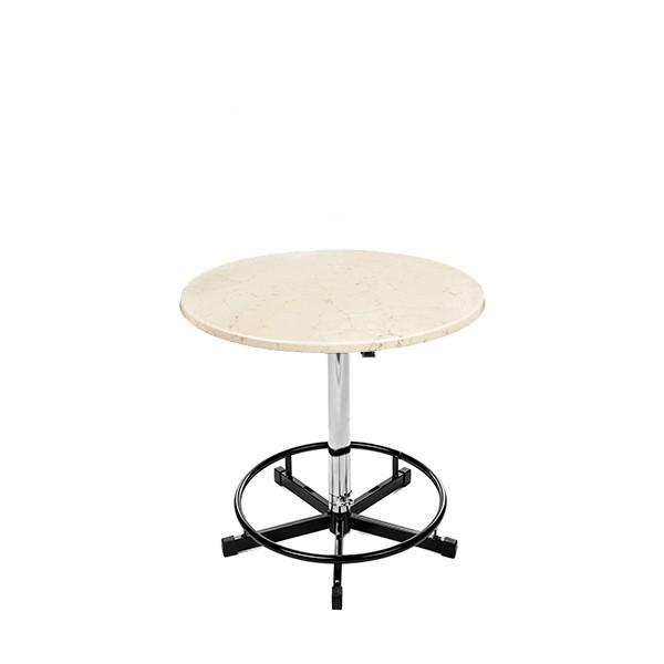 Ein Bistrotisch mit weiß marmorierter Ø70cm Tischplatte
