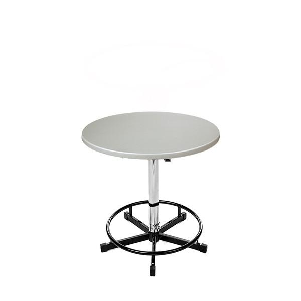 Ein hochwertiger Bistrotisch mit silberner Tischplatte